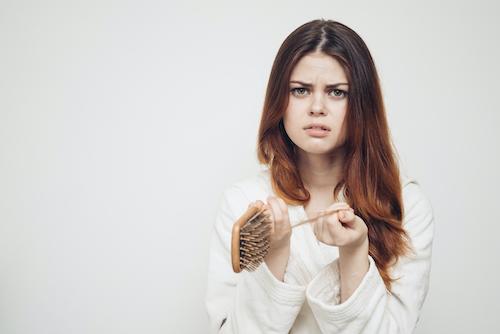 Female experiencing hair breakage before using CBD shampoo