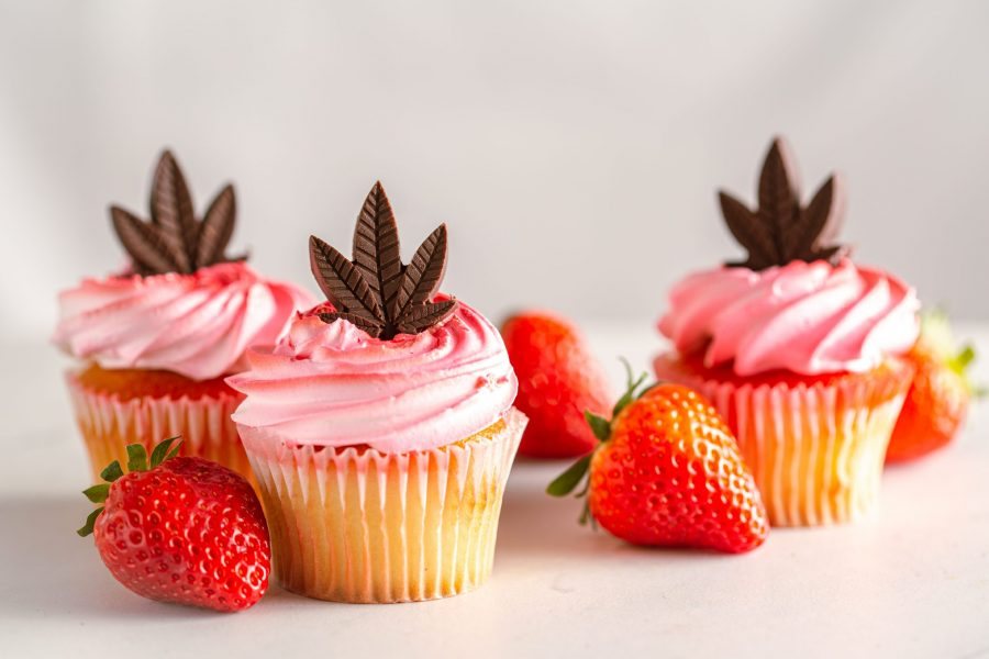 pink-champagne-cupcakes-with-cannabis